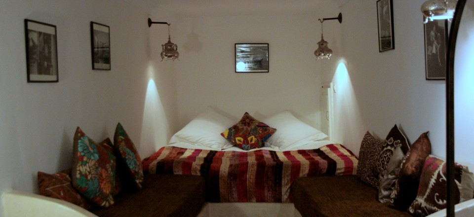 RiadLaaroussa Hotel Fez - Brown room double bed